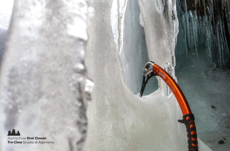 Eiklettern Wasserfall - Arrampicata ghiaccio - ice climbing 2020 - Alpinschule Drei Zinnen (20)