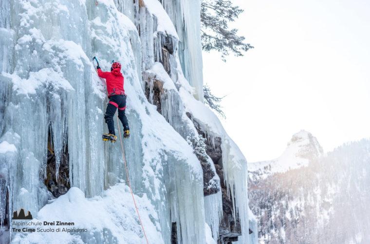 Eisklettern - arrampicata su ghiaccio - ice climbing - Alpinschule Drei Zinnen 2020 (5)